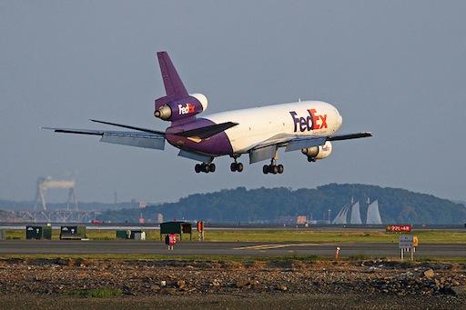 Lądowanie samolotu DC-10 FedEx